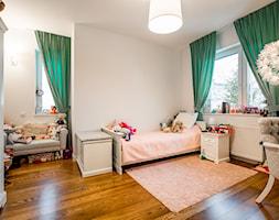 dom jednorodzinny Warszawa - Średni szary pokój dziecka dla dziewczynki dla ucznia dla malucha dla nastolatka, styl glamour - zdjęcie od noobo studio