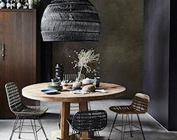 Mała czarna jadalnia jako osobne pomieszczenie, styl rustykalny - zdjęcie od bihome.pl - to prostota, minimalizm i funkcjonalność. Wybraliśmy dla Ciebie oryginalne meble, lampy, dywany i wiele innych.