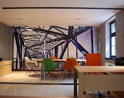 biuro w Poznaniu - Duże szare biuro pracownia kącik do pracy, styl minimalistyczny - zdjęcie od Archideko