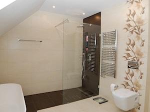 łazienka na piętrze - zdjęcie od Archideko