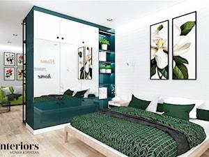 ZIELONO MI - Duża biała sypialnia małżeńska, styl eklektyczny - zdjęcie od minteriors Monika Koryczan Architektura Wnętrz
