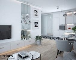 ELEGANCKIE MIESZKANIE W WARSZAWIE - Średnia otwarta biała jadalnia w kuchni w salonie, styl glamour - zdjęcie od minteriors Monika Koryczan Architektura Wnętrz
