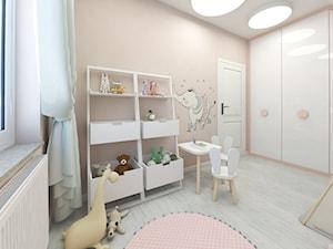 Pokój Blanki - Mały beżowy pokój dziecka dla dziewczynki dla ucznia dla malucha - zdjęcie od Ing