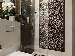warszawska klasyka - Średnia łazienka w bloku w domu jednorodzinnym bez okna, styl klasyczny - zdjęcie od One Studio
