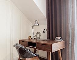 szeregówka Białystok - Mały biały pokój dziecka dla chłopca dla dziewczynki dla ucznia dla nastolatka, styl glamour - zdjęcie od One Studio