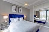 kobaltowe łóżko