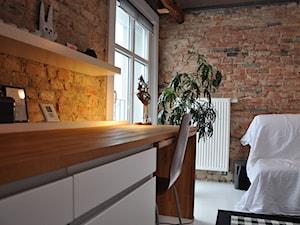 mikroloft - Średnie czerwone biuro kącik do pracy w pokoju, styl vintage - zdjęcie od ENDE marcin lewandowicz