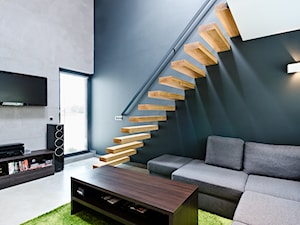 apartament JEDNOosobowy - Małe wąskie schody jednobiegowe drewniane, styl minimalistyczny - zdjęcie od ENDE marcin lewandowicz