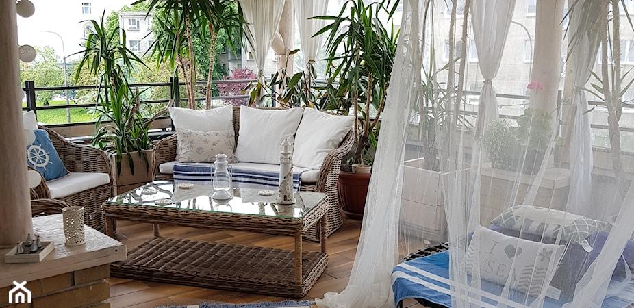 Meble rattanowe na taras i balkon – co warto wiedzieć przed zakupem?