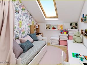 Pokój dla dziewczynki z tapetą w sówki - Mały biały pokój dziecka dla dziewczynki dla ucznia dla malucha, styl skandynawski - zdjęcie od wnetrzewdomu