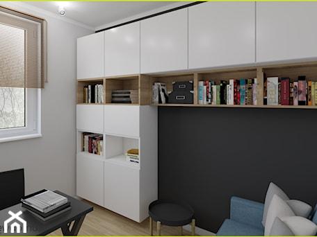 Aranżacje wnętrz - Biuro: Gabinet z zabudową z IKEI - wnetrzewdomu. Przeglądaj, dodawaj i zapisuj najlepsze zdjęcia, pomysły i inspiracje designerskie. W bazie mamy już prawie milion fotografii!