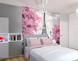 dziewczęcy pokój z widokiem na Paryż - Średni szary pokój dziecka dla dziewczynki dla ucznia dla nastolatka, styl skandynawski - zdjęcie od wnetrzewdomu