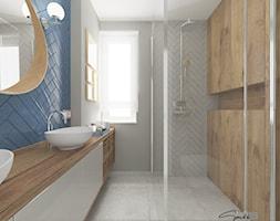 Dom w Sędziszowie Małopolskim - Mała niebieska szara łazienka w bloku w domu jednorodzinnym z oknem, styl klasyczny - zdjęcie od SMOLIK I WIATROWSKA ARCHITEKTURA WNĘTRZ - Homebook