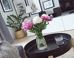 MÓJ OSOBISTY RAJ NA ZIEMI - Średni szary salon, styl skandynawski - zdjęcie od MójOsobistyRajNaZiemi - Homebook