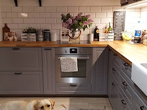 MÓJ OSOBISTY RAJ NA ZIEMI - Średnia biała kuchnia w kształcie litery l, styl skandynawski - zdjęcie od MójOsobistyRajNaZiemi