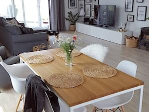 MÓJ OSOBISTY RAJ NA ZIEMI - Mały szary salon z jadalnią, styl skandynawski - zdjęcie od MójOsobistyRajNaZiemi