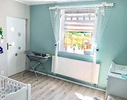 Pokój dziecka - Mały szary zielony pokój dziecka dla chłopca dla dziewczynki dla niemowlaka, styl skandynawski - zdjęcie od Natalia Walesiak 2