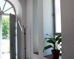 PROJEKT WNĘTRZ DLA FIRMY ''CONTRAD'' - Małe białe biuro, styl industrialny - zdjęcie od MODEI Sztuka&Design