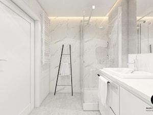 Projekt mieszkania 50m2 w stylu glamour/ Dobczyce - Średnia biała szara łazienka w bloku w domu jednorodzinnym bez okna, styl glamour - zdjęcie od MARCISZ ARCHITEKCI