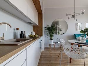 Gdańsk, stylizacja, mieszkanie do wynajęcia - Średnia otwarta biała kuchnia jednorzędowa w aneksie, styl nowojorski - zdjęcie od Homestagerka w Trójmieście