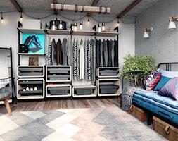 Garderoba - Średnia szara sypialnia małżeńska, styl industrialny - zdjęcie od GTV - Homebook