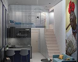 Hawana - Mały szary biały salon z kuchnią z jadalnią z antresolą, styl nowoczesny - zdjęcie od Architekci Modelarnia