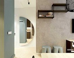 Widok na korytarz i betonową ścianę w salonie - zdjęcie od KAROLINA POPIEL - ARCHITEKURA WNĘTRZ - Homebook