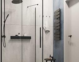 łazienka z granatowymi płytkami - zdjęcie od KAROLINA POPIEL - ARCHITEKURA WNĘTRZ - Homebook