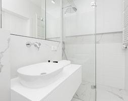Mieszkanie na krakowskim Kazimierzu - Mała łazienka w bloku w domu jednorodzinnym bez okna, styl nowoczesny - zdjęcie od OGRODY I WNĘTRZA - KAROLINA POPIEL