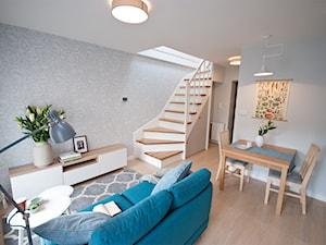 Mieszkanie z antresolą na krakowskim Podgórzu - Średni salon - zdjęcie od OGRODY I WNĘTRZA - KAROLINA POPIEL