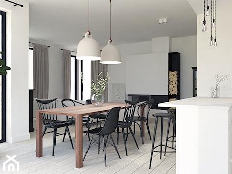 Aranżacje wnętrz - Salon: Dom pod Tarnowem - Mały biały salon z kuchnią z jadalnią, styl skandynawski - KAROLINA POPIEL - ARCHITEKURA WNĘTRZ. Przeglądaj, dodawaj i zapisuj najlepsze zdjęcia, pomysły i inspiracje designerskie. W bazie mamy już prawie milion fotografii!