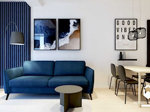 Mieszkanie nad morzem z niebieskimi akcentami