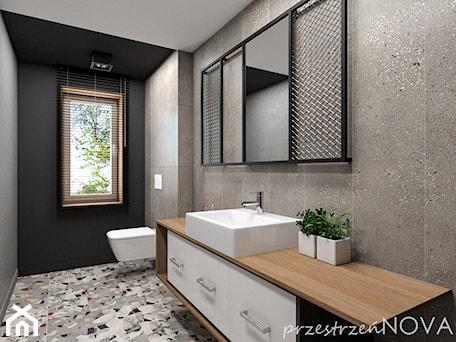 Aranżacje wnętrz - Łazienka: Łazienka w biurze - Średnia czarna szara łazienka w bloku w domu jednorodzinnym z oknem, styl indus ... - przestrzeńNOVA. Przeglądaj, dodawaj i zapisuj najlepsze zdjęcia, pomysły i inspiracje designerskie. W bazie mamy już prawie milion fotografii!