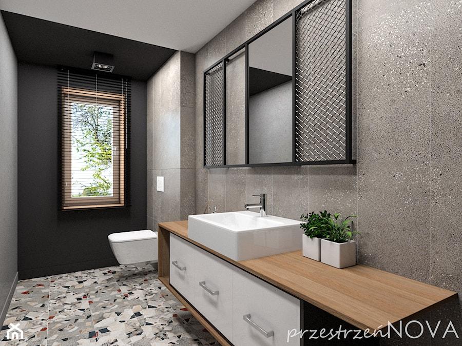 Łazienka w biurze - Średnia czarna szara łazienka w bloku w domu jednorodzinnym z oknem, styl indus ... - zdjęcie od przestrzeńNOVA
