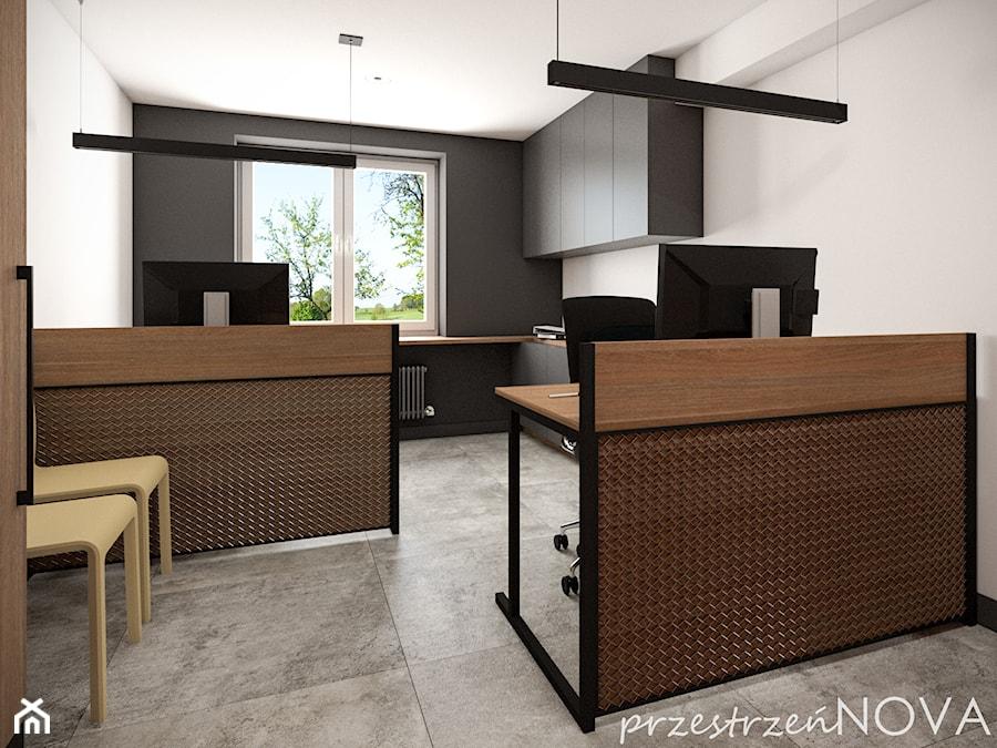 Przestrzeń biurowa firmy Repablo - Średnie czarne białe biuro pracownia w pokoju, styl industrialny - zdjęcie od przestrzeńNOVA