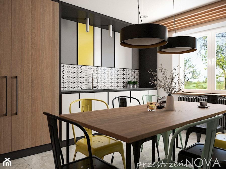 Przestrzeń biurowa firmy Repablo - Średnia otwarta biała czarna kuchnia jednorzędowa z oknem, styl ... - zdjęcie od przestrzeńNOVA