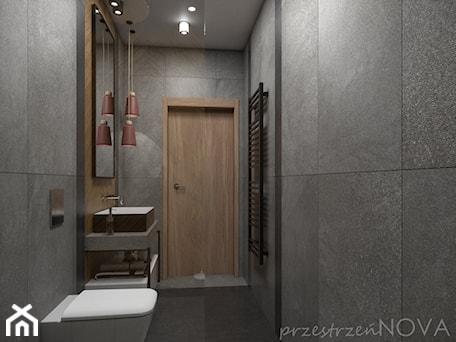 Aranżacje wnętrz - Łazienka: Wąska łazienka z prysznicem walk-in - Średnia czarna łazienka w bloku w domu jednorodzinnym bez okna ... - przestrzeńNOVA. Przeglądaj, dodawaj i zapisuj najlepsze zdjęcia, pomysły i inspiracje designerskie. W bazie mamy już prawie milion fotografii!
