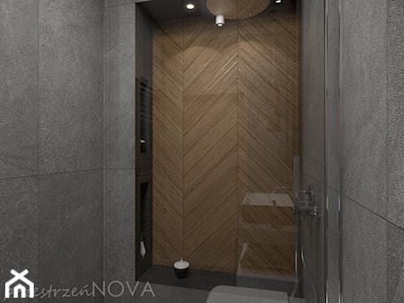 Aranżacje wnętrz - Łazienka: Wąska łazienka z prysznicem walk-in - Mała szara łazienka w bloku w domu jednorodzinnym bez okna, s ... - przestrzeńNOVA. Przeglądaj, dodawaj i zapisuj najlepsze zdjęcia, pomysły i inspiracje designerskie. W bazie mamy już prawie milion fotografii!
