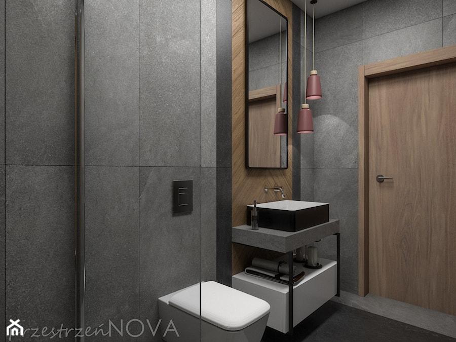 Wąska łazienka z prysznicem walk-in - Mała czarna łazienka w bloku w domu jednorodzinnym bez okna, ... - zdjęcie od przestrzeńNOVA