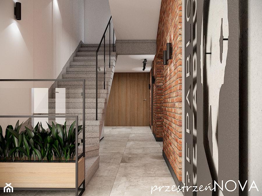 Przestrzeń biurowa firmy Repablo - Średnie beżowe szare biuro pracownia w pokoju, styl industrialny - zdjęcie od przestrzeńNOVA