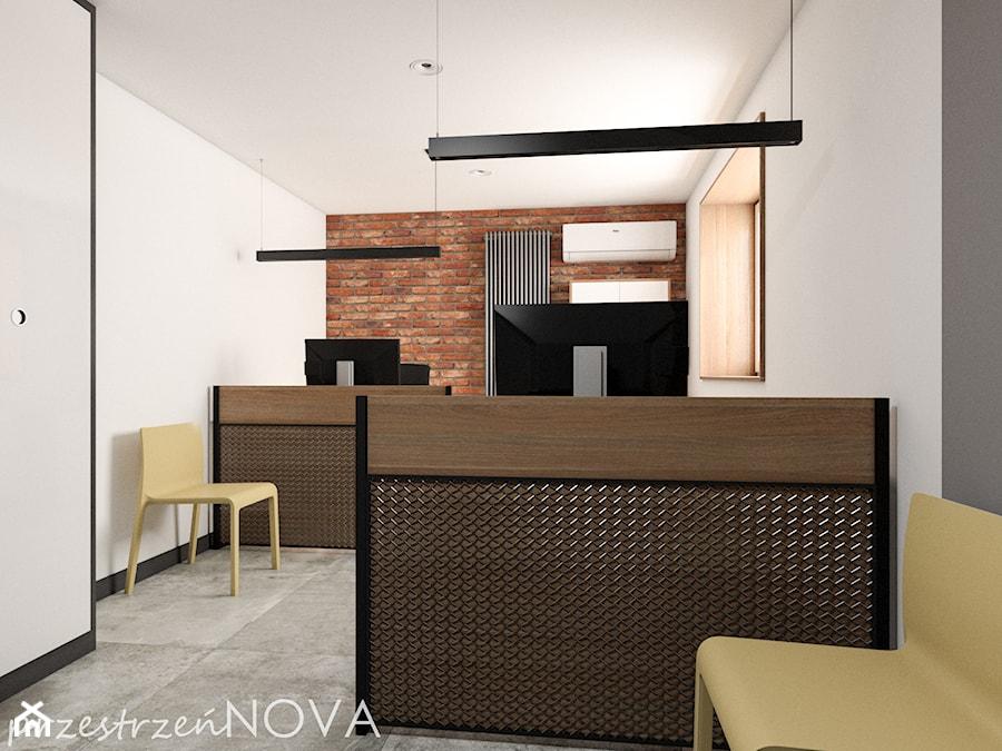 Przestrzeń biurowa firmy Repablo - Średnie szare białe biuro pracownia w pokoju, styl industrialny - zdjęcie od przestrzeńNOVA