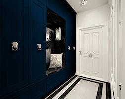 Korytarz Niebieski - Średni biały hol / przedpokój, styl glamour - zdjęcie od WKWADRAT - PRACOWNIA ARANŻACJI WNĘTRZ