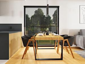 szarość i drewno - nowoczesny dom koło Gdyni - Średnia otwarta biała jadalnia w salonie, styl nowoczesny - zdjęcie od Magda Banach