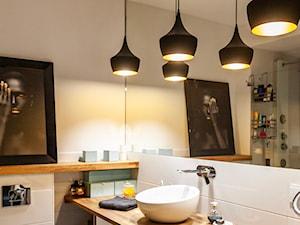 pOR_009 - Gold&Marable - Mała szara łazienka w bloku w domu jednorodzinnym bez okna, styl nowoczesny - zdjęcie od Project[OR] Group