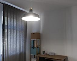 pOR_03 - White&Italia - Małe białe biuro domowe kącik do pracy w pokoju, styl minimalistyczny - zdjęcie od Project[OR] Group