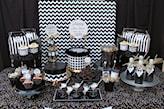 czarno-biała stylizacja stołu na sylwestra
