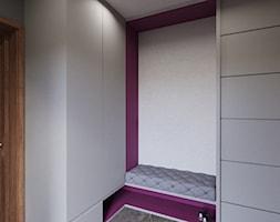 PROJEKT DOMU NA PODHALU - Mały biały szary fioletowy hol / przedpokój, styl nowoczesny - zdjęcie od pracownia@6anstudio.pl