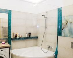 apartament Bemowo - Mała biała szara łazienka w bloku w domu jednorodzinnym bez okna - zdjęcie od Artkam