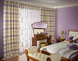 Inspiracje wystroju wnętrz - Mała fioletowa sypialnia małżeńska, styl nowoczesny - zdjęcie od Virtuossi Design