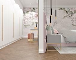 Sypialnia z garderobą w mega kobiecym wydaniu - zdjęcie od Boka Design